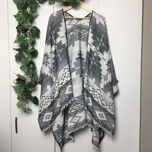 GARAGE Gray Aztec Patterned Blanket Cardigan